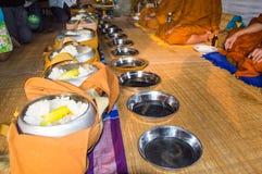Angebotlebensmittel zum Mönch Stockfotos