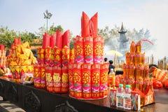 Angebottabelle voll von Joss Papers und von anderen Angeboten, Guangzhou, China lizenzfreie stockfotos