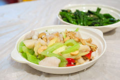 Angebratene Garnele mit Sellerie und Acajounüssen diente bei Hong Kong Cooked Food Centre Lizenzfreies Stockbild