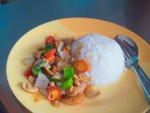 Angebratenes Huhn gedient mit Reis Lizenzfreies Stockfoto