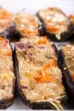 Angefüllt mit Käse- und Pilzauberginen Stockfoto