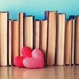 Angefüllte Herzen und Bücher Stockfotografie