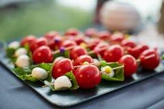 Angefüllte Tomate mit Käse Stockbilder
