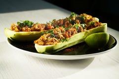 Angefüllte Zucchini Stockfoto