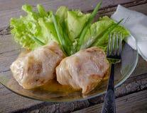 Angefüllter Kohl mit Fleisch und Kopfsalat Lizenzfreies Stockbild