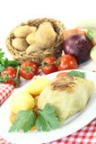 Angefüllter Kohl mit Kartoffeln und Hackfleisch Lizenzfreie Stockbilder