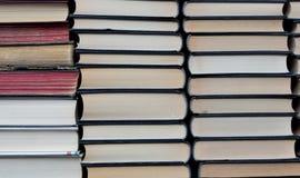 Angehäufte neue und alte Bücher Lizenzfreies Stockbild