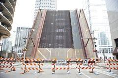 Angehobene geschlossene Brücke Stockfoto