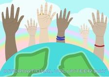 Angehobene Hände, die International freiwilliges D feiern Lizenzfreie Stockfotos
