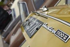 Angehobener Stiefeldeckel von wieder hergestellten Austin 1100, öffnen sich während einer Klasse Stockbild