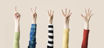 Angehobenes oben Hand- und Fingerdarstellen numerisch Stockfotos