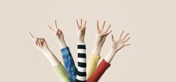 Angehobenes oben Hand- und Fingerdarstellen numerisch lizenzfreies stockfoto