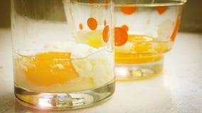 Angekochtes Ei und roher Weinleseton und -Blendenfleck Lizenzfreie Stockfotografie