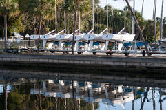 Angekoppelte Boote in Florida-Jachthafen Stockfoto