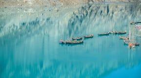 Angekoppelte Boote im Attabad See Gilgit baltistan, Pakistan lizenzfreie stockfotografie