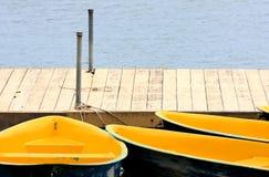 Angekoppelte Rowboats lizenzfreies stockbild