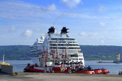 Angekoppeltes Kreuzschiff Lizenzfreies Stockfoto