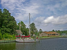 Angekoppeltes Segelboot Stockfoto