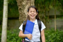 Angelägen förberedelse Filipina Female Student With Books arkivbild