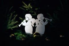 Angel Christmas Decorations exhibió en el país de las maravillas del invierno Imágenes de archivo libres de regalías