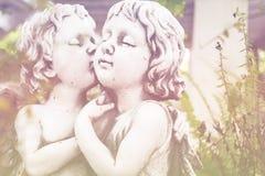 Angel Cupid i trädgården Royaltyfri Bild
