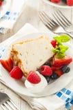 Angel Food Cake hecho en casa Fotos de archivo libres de regalías