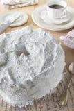 Angel Food Cake hecho en casa llenó Foto de archivo libre de regalías