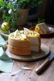 Angel Food Cake med citronkräm Royaltyfria Foton