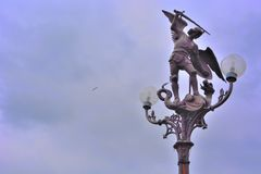 Angel Gabriel die de draak doden Royalty-vrije Stock Foto's