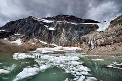 Angel Glacier Mount Edith Cavell Arkivbilder