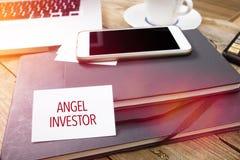 Angel Investor sul biglietto da visita nella regolazione dell'ufficio immagine stock libera da diritti