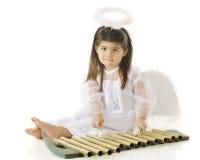 Angel Learning Chimes royaltyfri bild