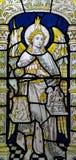 Angel Michael die de zielen in gebrandschilderd glas wegen royalty-vrije stock foto's