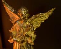 Angel Playing Stringed Instrument con alas imagenes de archivo