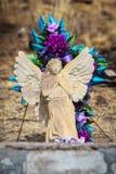 Angel Sculpture con alas en sepulcro Fotos de archivo libres de regalías