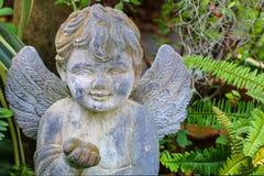 Angel Sculpture de pedra que decora o jardim imagem de stock