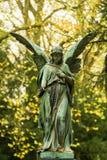 Angel Sculpture no cemitério Imagens de Stock Royalty Free