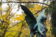Angel Sculpture no cemitério Foto de Stock Royalty Free