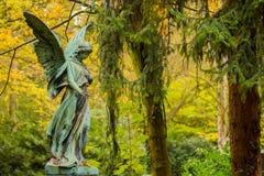 Angel Sculpture no cemitério Fotografia de Stock Royalty Free