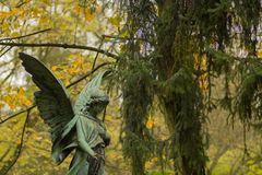 Angel Sculpture no cemitério Imagem de Stock Royalty Free
