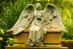 Angel Sculpture no cemitério Fotografia de Stock