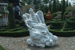 Angel In um parque Fotos de Stock Royalty Free