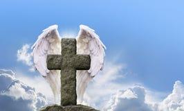 Angel Wings y cruz rústica Imagen de archivo libre de regalías