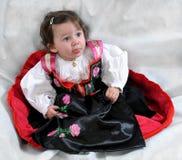Angela, το κορίτσι στο παραδοσιακό φόρεμα Στοκ Εικόνες