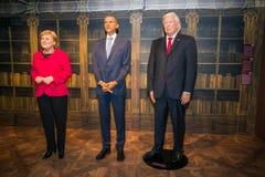 Angela Merkel, Barack Obama y Donald Trump en el museo de Grevin de las figuras de cera en Praga fotos de archivo