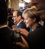 Angela Merkel y Francois Hollande después de la reunión sobre el ASE Imagenes de archivo