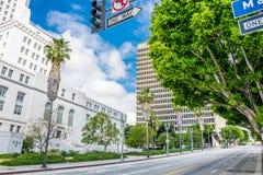 Angeles στο κέντρο της πόλης Los Κεντρικός δρόμος και Δημαρχείο στα ξημερώματα Στοκ εικόνα με δικαίωμα ελεύθερης χρήσης