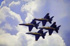 Angeli blu durante il volo immagini stock
