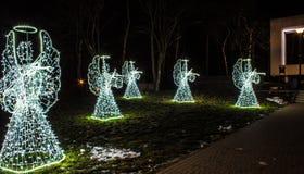 Angeli di Natale su un fondo nero Fondo Fotografia Stock Libera da Diritti