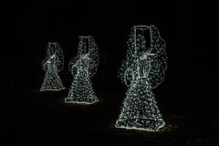 Angeli di Natale su un fondo nero Fondo Fotografie Stock